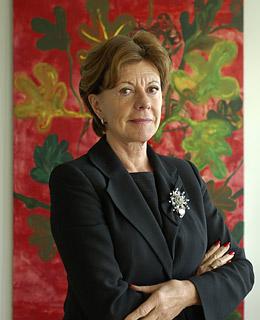 Neelie Kroes, presentadora del Proyecto al Parlamento Europeo.